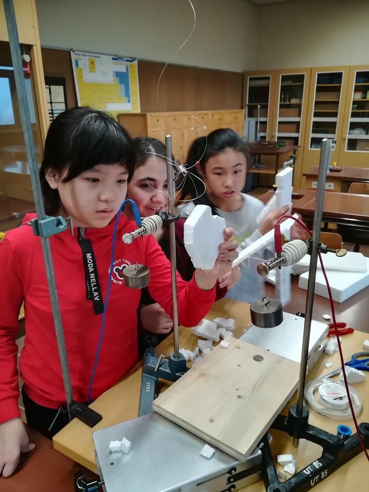 Schülerinnen beim Infotag für die zweiten Klassen