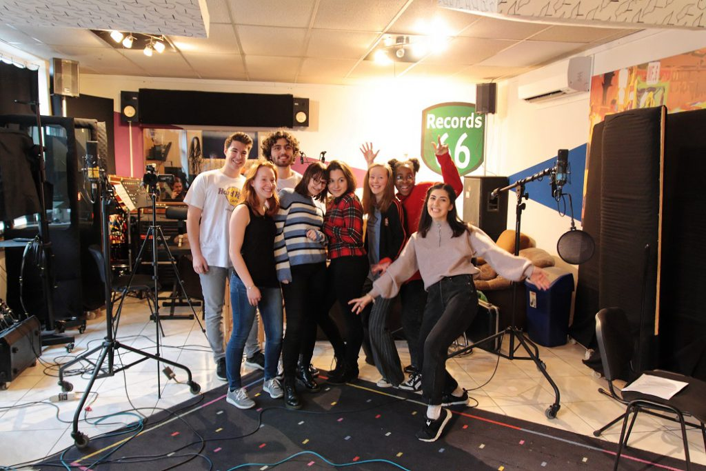 SchülerInnen im Tonstudio