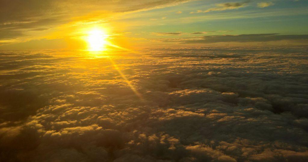 Sonne über Wolken